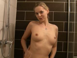 Vor dem Duschen, Erstmal Pissen!
