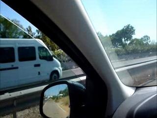 Muffensausen beim Pissen an der Autobahn