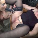 Meiner Freundin, Dirty-Priscilla, Muschisaft auf die Titten gespritzt! Teil 1