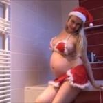 Schwangeres Weihnachts-Luder pisst für dich!
